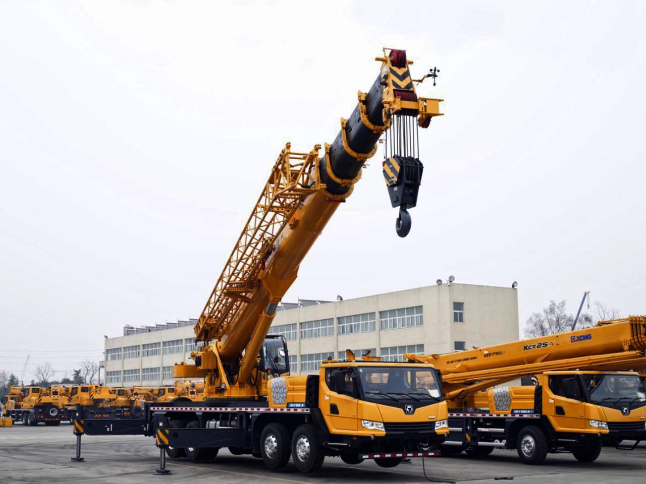 cho thuê xe cẩu chuyên dụng 50 tấn