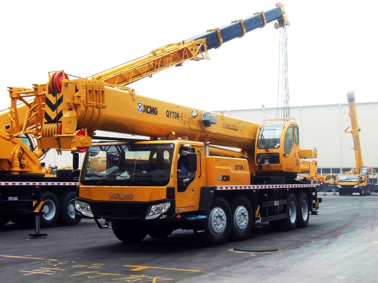 cho thuê xe cẩu chuyên dụng 70 tấn